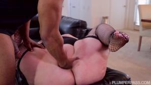 Толстуха зализала негру жопу перед сексом - скриншот #14