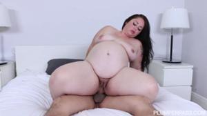 Беременная толстушка занимается сексом - скриншот #12