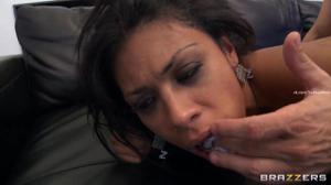 Мулатка пылко ебется в анус - скриншот #17