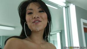Аза Акира как настоящая гейша ублажила парня в разных позах и умылась его спермой напоследок - скриншот #21