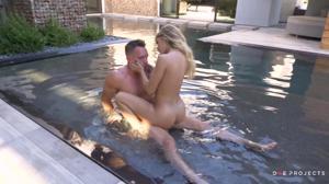 Ебутся в красивом бассейне и не только - скриншот #12