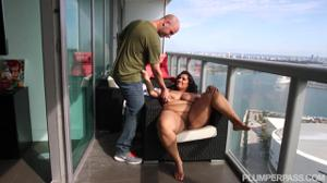 Перепих на балконе с худеющей толстушкой - скриншот #5