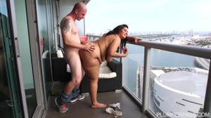 Перепих на балконе с худеющей толстушкой - скриншот #8