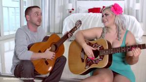 Уроки гитары переросли в секс - скриншот #1