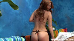 Интимный массаж в исполнении тощей бляди - скриншот #4