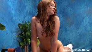 Интимный массаж в исполнении тощей бляди - скриншот #8