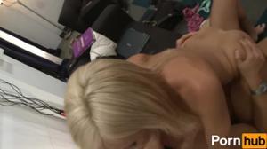 Стройная Джессика и голодный пацан - скриншот #15