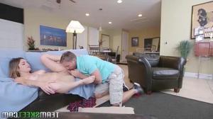 Волнующий секс с худосочной девушкой - скриншот #3