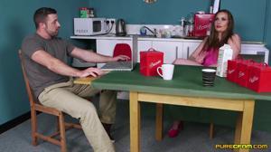 Мама отвернулась, и дочь с подружкой отсосали под столом у мужа зрелки - скриншот #1