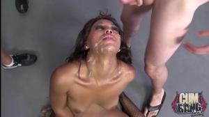Групповой трах в рот негритянки - скриншот #8