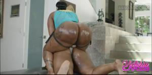 Сочные негритянки ебутся между собой - скриншот #10