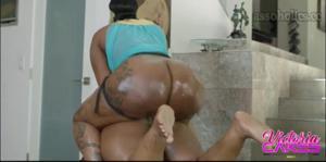 Сочные негритянки ебутся между собой - скриншот #11