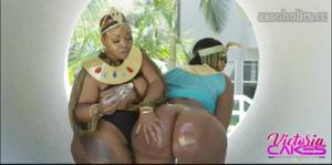 Сочные негритянки ебутся между собой - скриншот #5