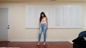 Сочная попка в джинсах - скриншот #2