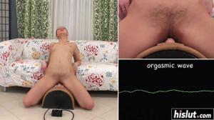 Балует с автоматической секс игрушкой - скриншот #12