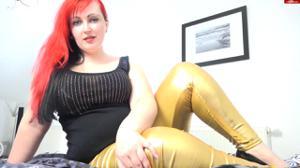 Сочный пердак рыжей женщины - скриншот #1