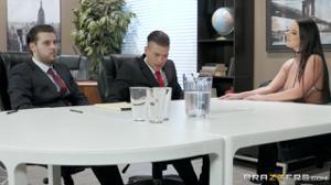 Грудастая бизнес-леди изысканным сексом уговорила партнера подписать договор - скриншот #2