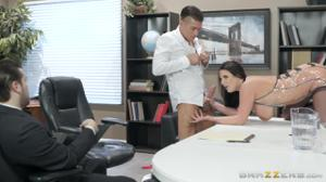 Грудастая бизнес-леди изысканным сексом уговорила партнера подписать договор - скриншот #6