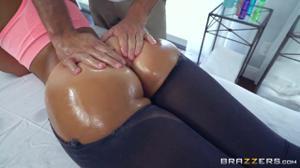 Очкастая массажистка с практикантом и пациенткой устроили  групповуху ЖМЖ - скриншот #5