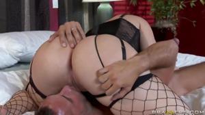 Домохозяйка предпочитает быть активной в сексе - скриншот #9
