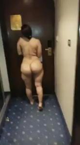 Прогулка жопастой по коридору отеля - скриншот #10