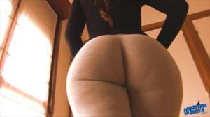 Девушка из Аргентины в леггинсах - скриншот #5