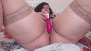 Жирненькая бабенка дрочит киску и попку - скриншот #10