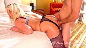 Секс с нехуевой блондинкой - скриншот #7