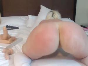 Блонда показывает замечательный попец - скриншот #10