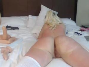 Блонда показывает замечательный попец - скриншот #19