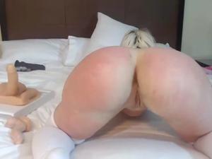 Блонда показывает замечательный попец - скриншот #9