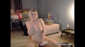 Очаровательная блондинка и вибратор - скриншот #19