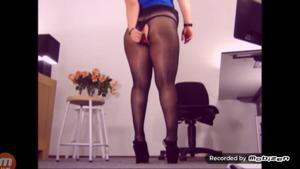 Вот чем занимается женщина на работе - скриншот #10