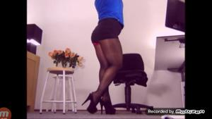 Вот чем занимается женщина на работе - скриншот #13