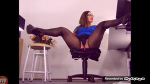 Вот чем занимается женщина на работе - скриншот #21
