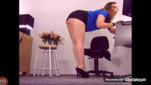 Вот чем занимается женщина на работе - скриншот #3