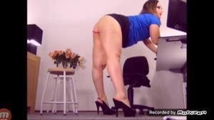 Вот чем занимается женщина на работе - скриншот #4