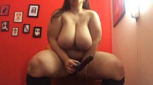 Толстая брюнетка  с небольшой секс игрушкой - скриншот #17