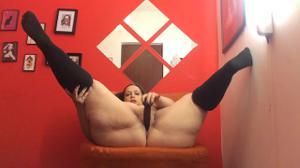 Толстая брюнетка  с небольшой секс игрушкой - скриншот #18