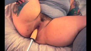 Сладкая пышка ебется с секс машиной - скриншот #14
