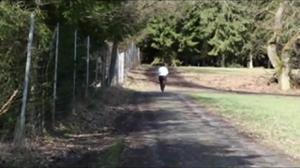 Показала жопу и пизду после пробежки - скриншот #2