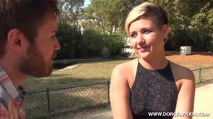 Француженка согласилась на секс с незнакомцем - скриншот #2
