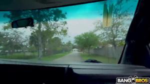 Фитоняха оттрахана в микроавтобусе - скриншот #21