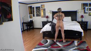 Секс от первого лица со взрослой дамочкой - скриншот #1