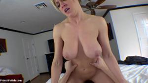 Секс от первого лица со взрослой дамочкой - скриншот #14