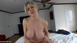 Секс от первого лица со взрослой дамочкой - скриншот #18