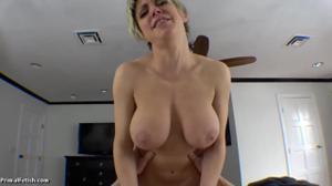 Секс от первого лица со взрослой дамочкой - скриншот #19