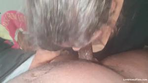 Пожилая баба и черный любовник - скриншот #3