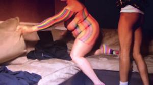 Пухлая домохозяйка сосет негру - скриншот #10