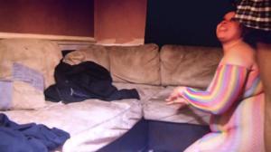 Пухлая домохозяйка сосет негру - скриншот #9